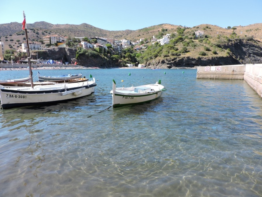 Barcas en la playa de Portbou