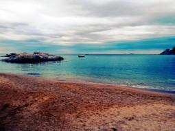 Otra vista de Calella y, al fondo, las Formigues