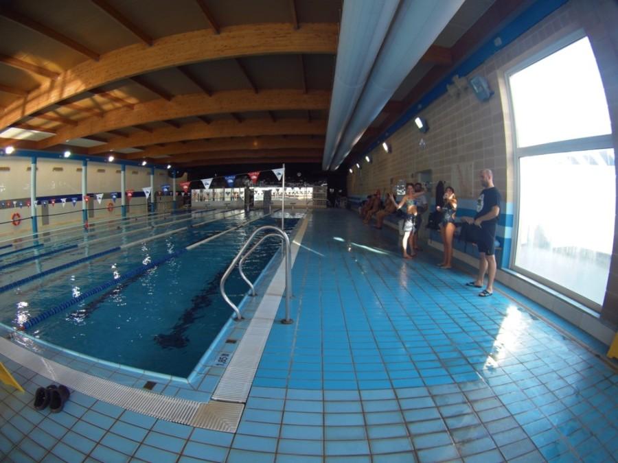 Primer contacto con la piscina de El Masnou; parece algo pequeña...