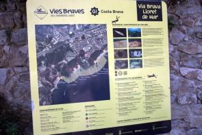 Cartel informativo de la Vía Brava a Santa Cristina (el de la nueva Vía hacia Lloret aún no estaba puesto)