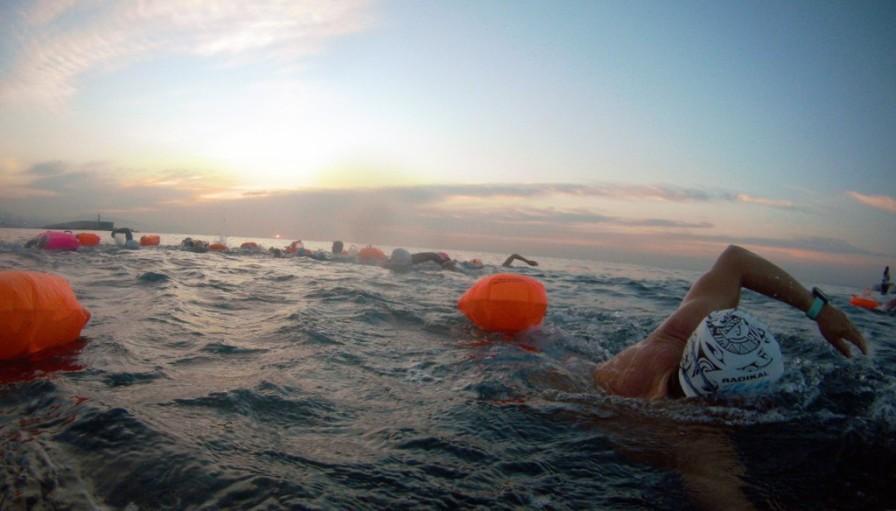 Y ya que estamos aquí, nadaremos un rato: unos 3.600 m, ¡para ganarnos un buen desayuno!
