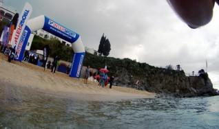 Ya solo queda un grupo en la playa