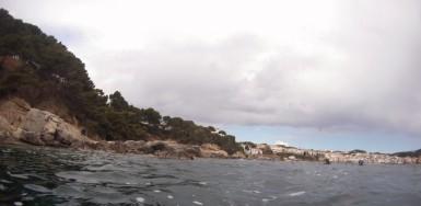 Enfilando Calella desde la Punta dels Forcats